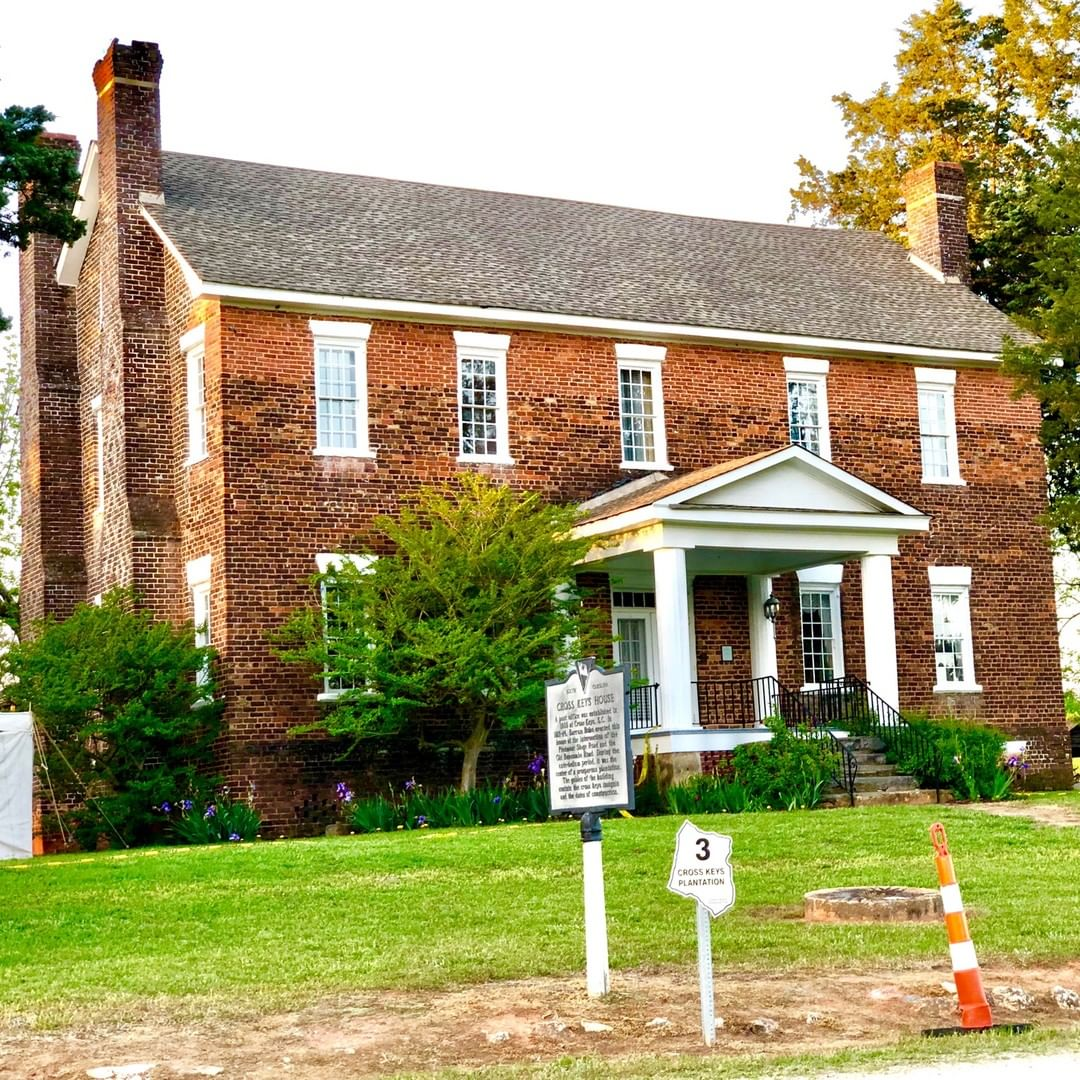Built from 1812 to 1814 by Barrum (Barham) Bobo in the Georgian Colonial style, the Cross Keys House is one of the oldest and most significant homes in Union County. Jefferson Davis, his cabinet, and military escort dined here on their flight from Richmond