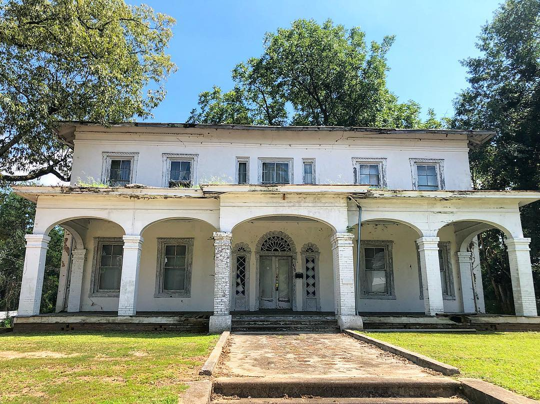 The home of former Brigadier General William H. Wallace. On April 28, 1865, Jefferson Davis, President of the Confederacy, dined here