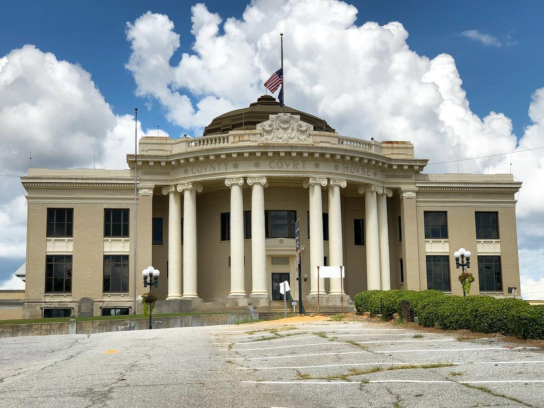 This Neoclassical courthouse in Union was completed in 1913. This courthouse replaced the original, which was built in 1825 and was designed by noted architect Robert Mills