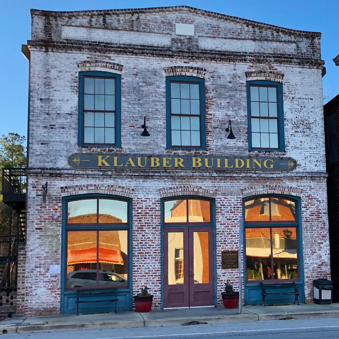 The Klauber Building was built by Judge Leopold Klauber around 1894 and used as a mercantile store. The building now houses the St. George office of the Chamber of Commerce, the Visitor Center, and a town museum