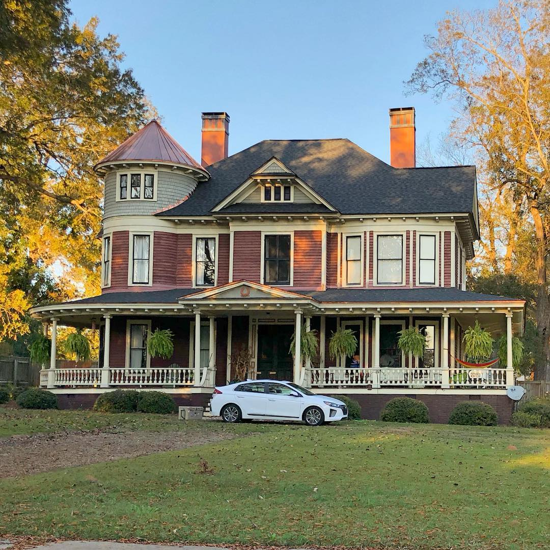 Houseal-Goggins House was built in 1900 for Dr. Walter Gustave Houseal