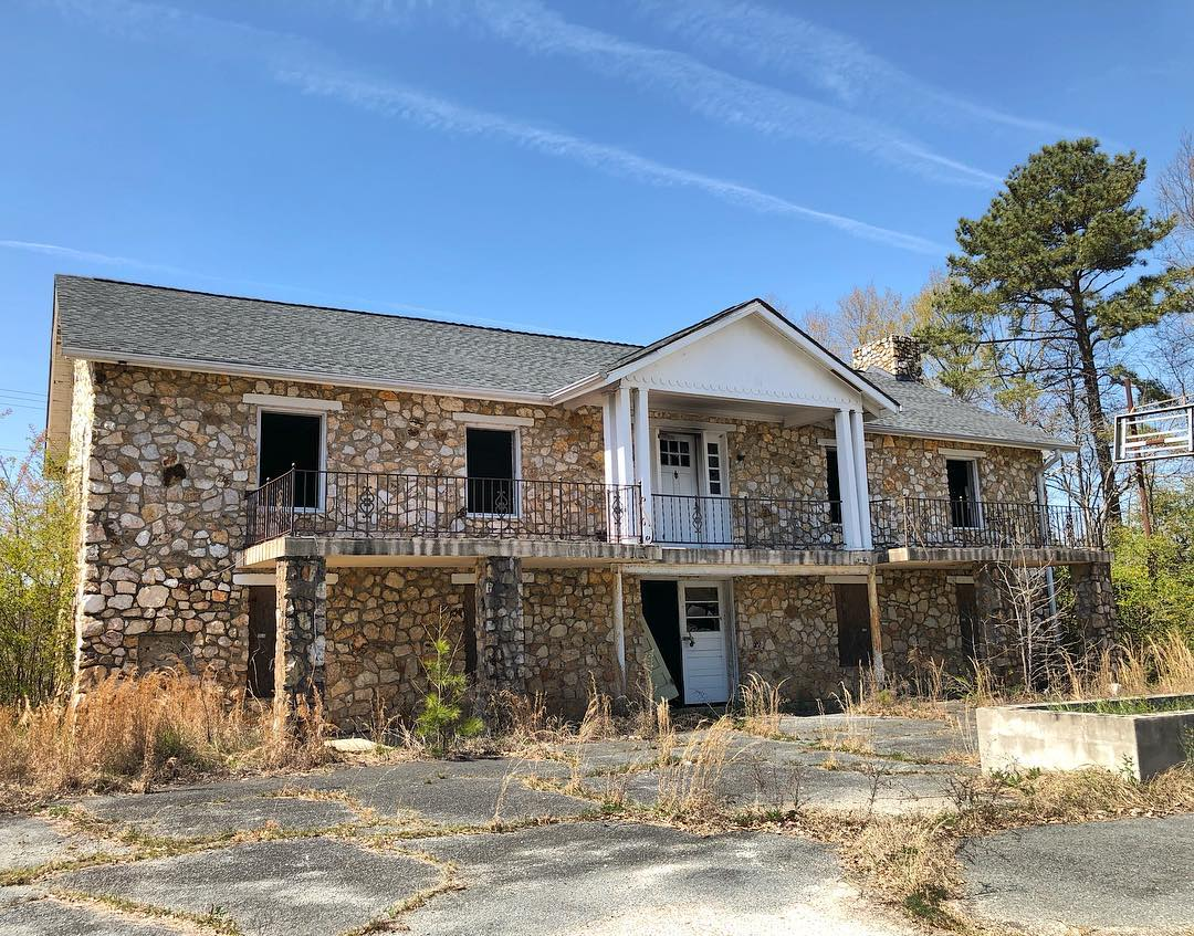 This abandoned building is on SC-151 Business (S Pearl St) in Pageland. Does anyone know what this was and its history?