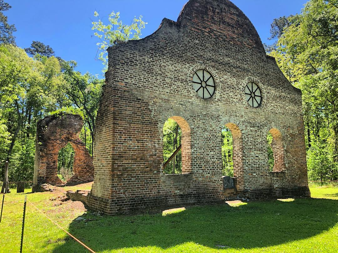 Pon Pon Chapel of Ease was established in 1725 – the brick chapel was burned around 1801 & was rebuilt around 1822 & was reduced to ruins in 1832