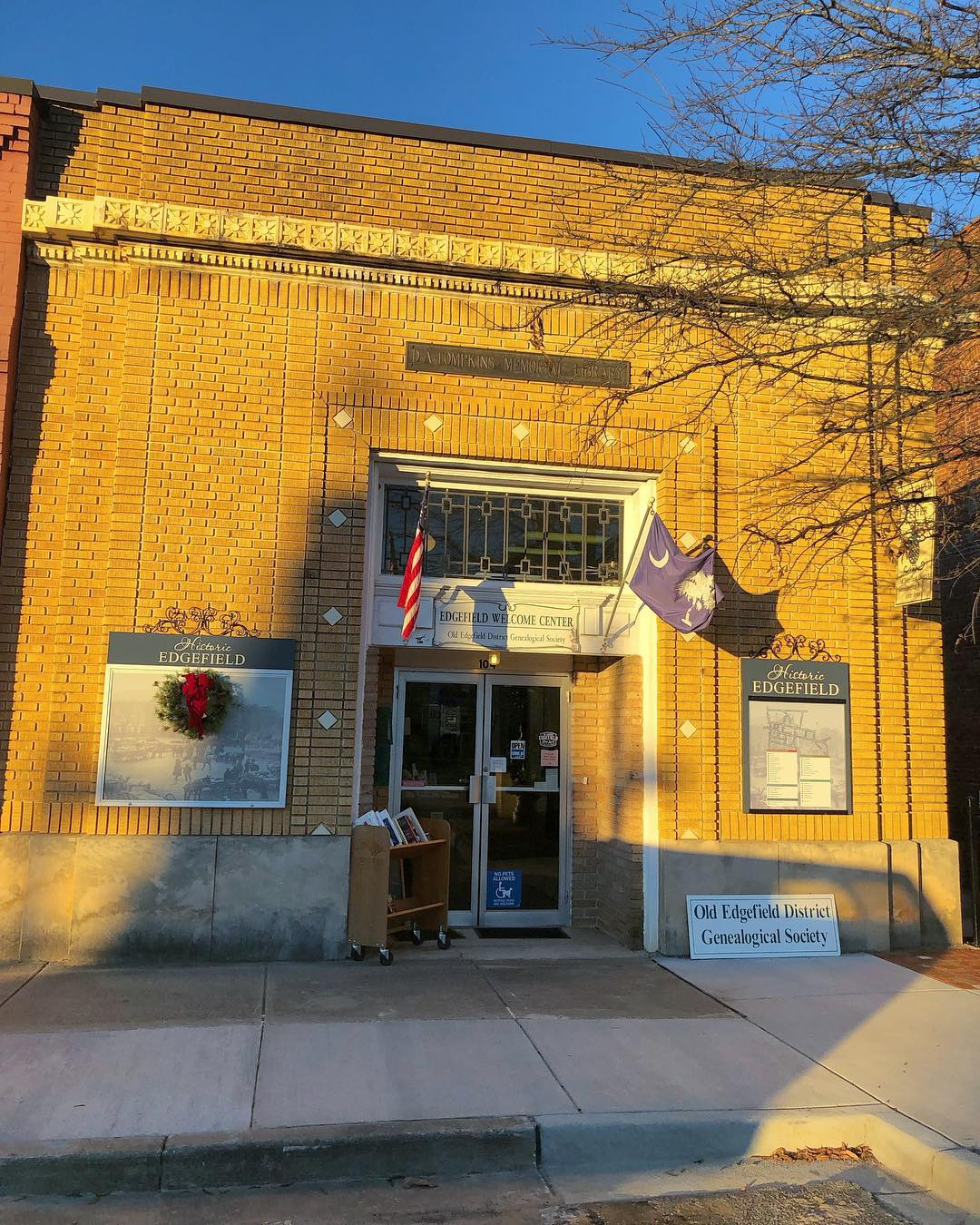 Previously the People's Bank, the D A Tompkins Library moves in after the bank failed. Daniel Augustus Tompkins was the Co-Founder of the Charlotte Observer bequeathed funds to start library in Edgefield. It is now the home of the Old Edgefield District Genealogical Society