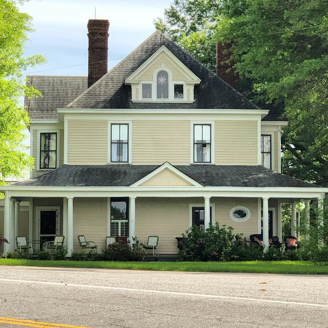 The Magness-Humphries House near Gaffney was first established in 1871 by James Judson Magness. In 1904, his home was destroyed by fire. William T. Magness built this replacement in 1904. Magness was instrumental in establishing the Grassy Pond community