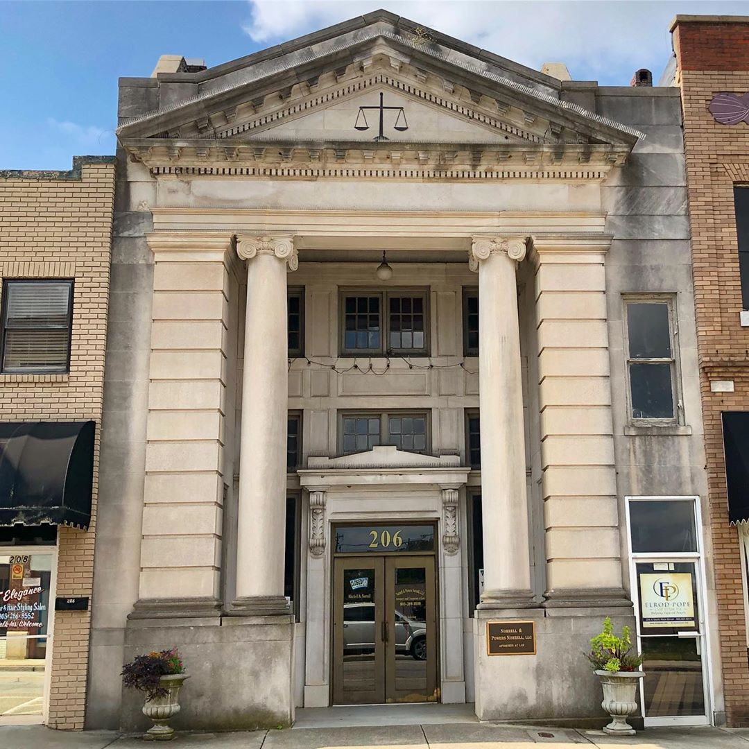 The Farmer's Bank and Trust Building was constructed ca. 1920. It is part of the Lancaster Downtown Historic District