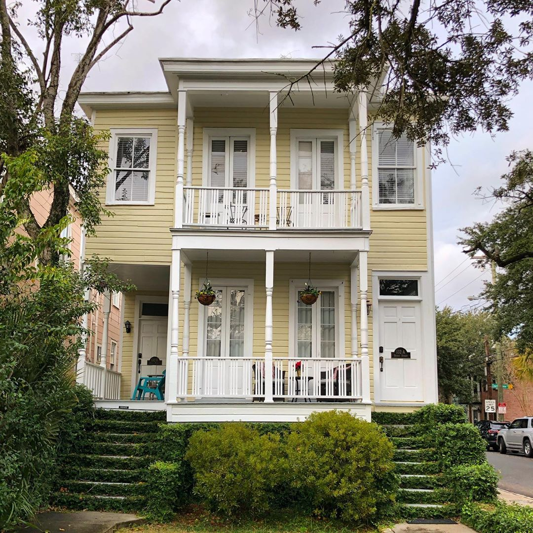 In 1852 on this spot, Roper Hospital was founded by the Medical Society of South Carolina. It operated here until 1905, but the 1886 earthquake destroyed a large portion of the hospital. This house was constructed in 1913