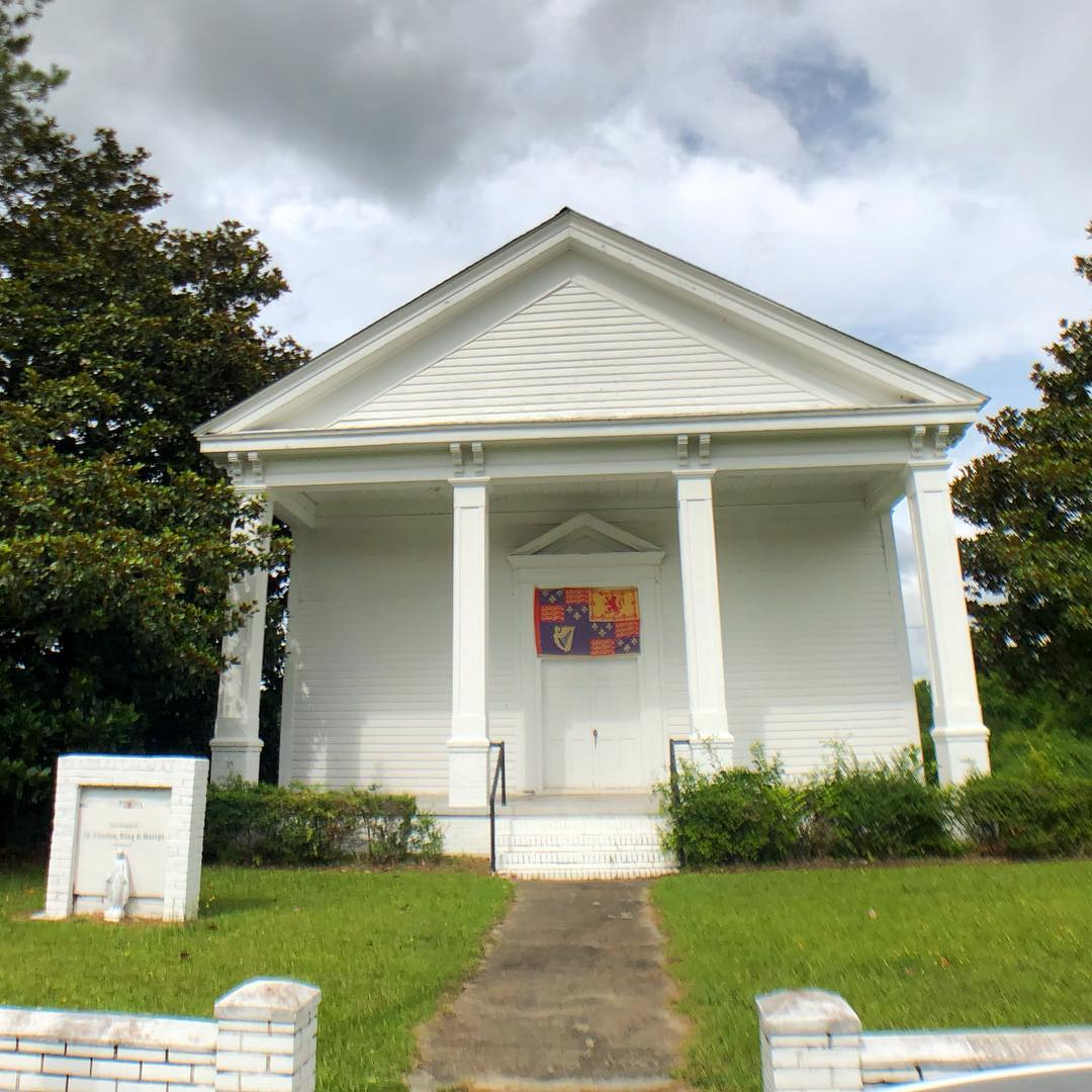 Originally this was the Mayesville Baptist Church and was built in 1878. The church is now being used by another congregation