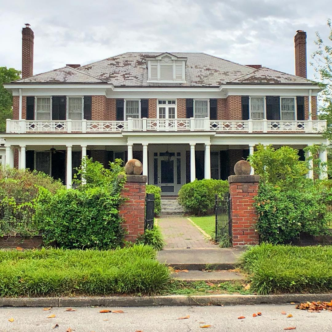 The John T. Stevens House, also known as the Dr. Blackwell House, was built around 1918. Stevens started the Kershaw Cotton Oil Mill  and Stevens Oil Company. By 1924 he owned 24 cotton oil mills in South Carolina, 20 in Alabama, 20 in Mississippi and 17 in Georgia