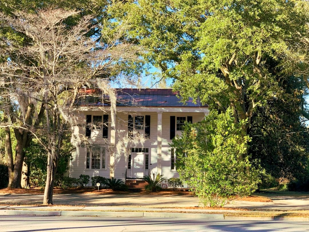 The Bellinger House was built ca.1830 by the Bedon family. The home originally had two tier porches and was replaced with two-story pillars in 1931