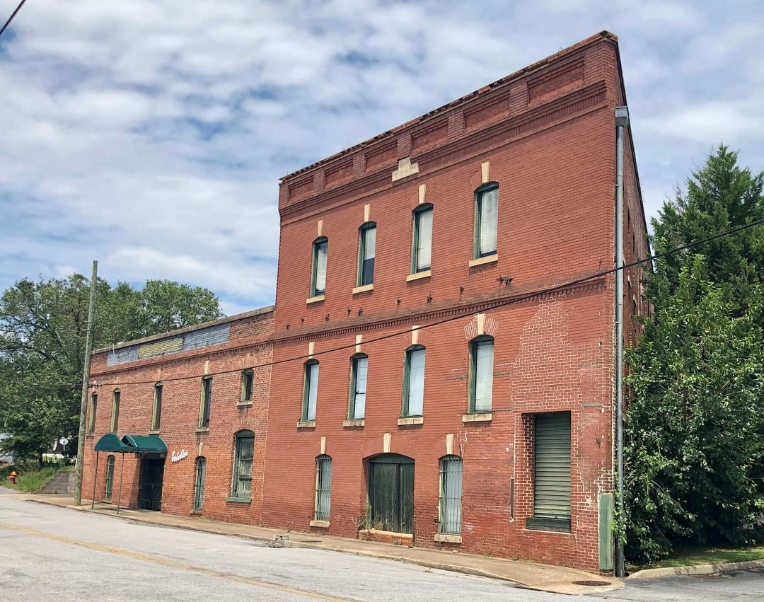 Hames Wholesale Grocery is a two-part commercial structure. The two-story portion was built in 1878 and a three-story addition built in 1911. Hames Grocery was run by L. J. Hames from 1878 until his sudden death in 1925
