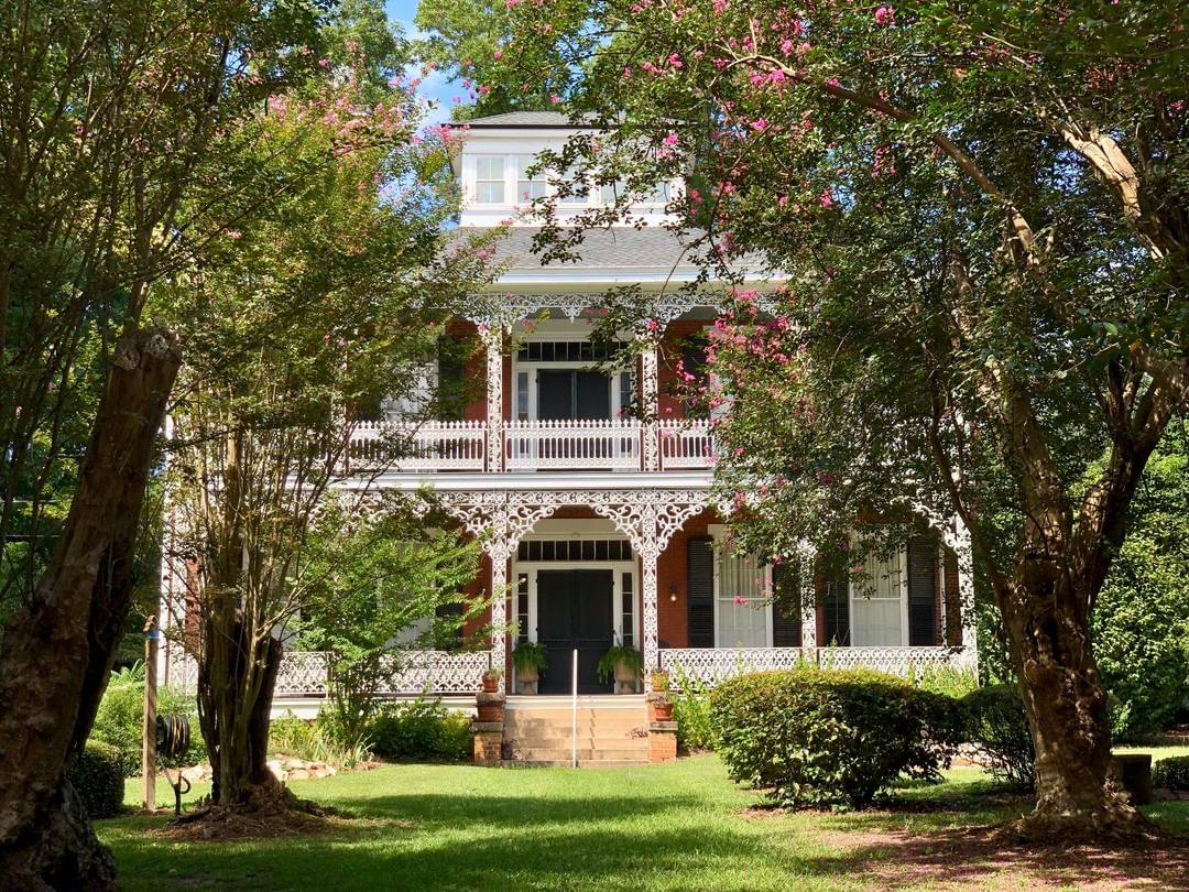 The Star of Edgefield was built ca. 1859 by Robert Butler. Mattie Butler Mealing, inherited it from her father, Robert, and sold approximately 5,600 acres of land surrounding it to the North Augusta Land Company in 1890. The current owner, Claudia Hillis, is the great-great-granddaughter of Robert