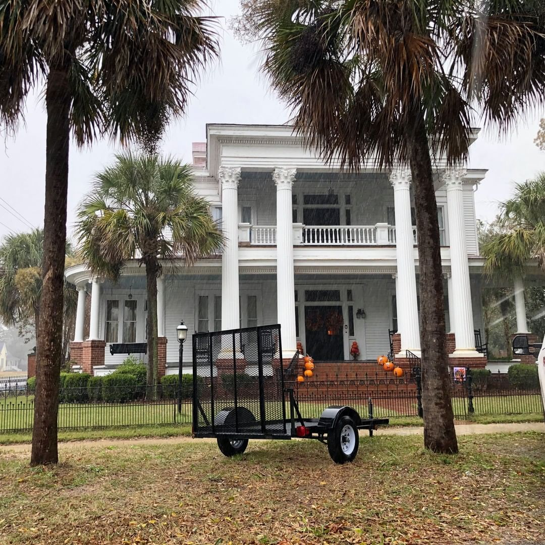 This home was originally built in 1892 in Greek revival. An addition built in 1940 and restored in 2009