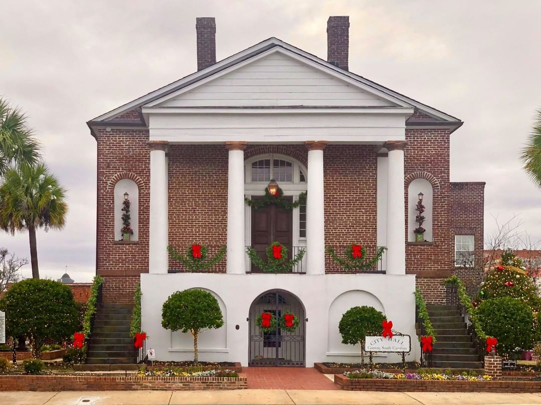 The Conway City Hall and formerly the Horry County Courthouse was built in 1824. It was reputedly designed by Robert Mills