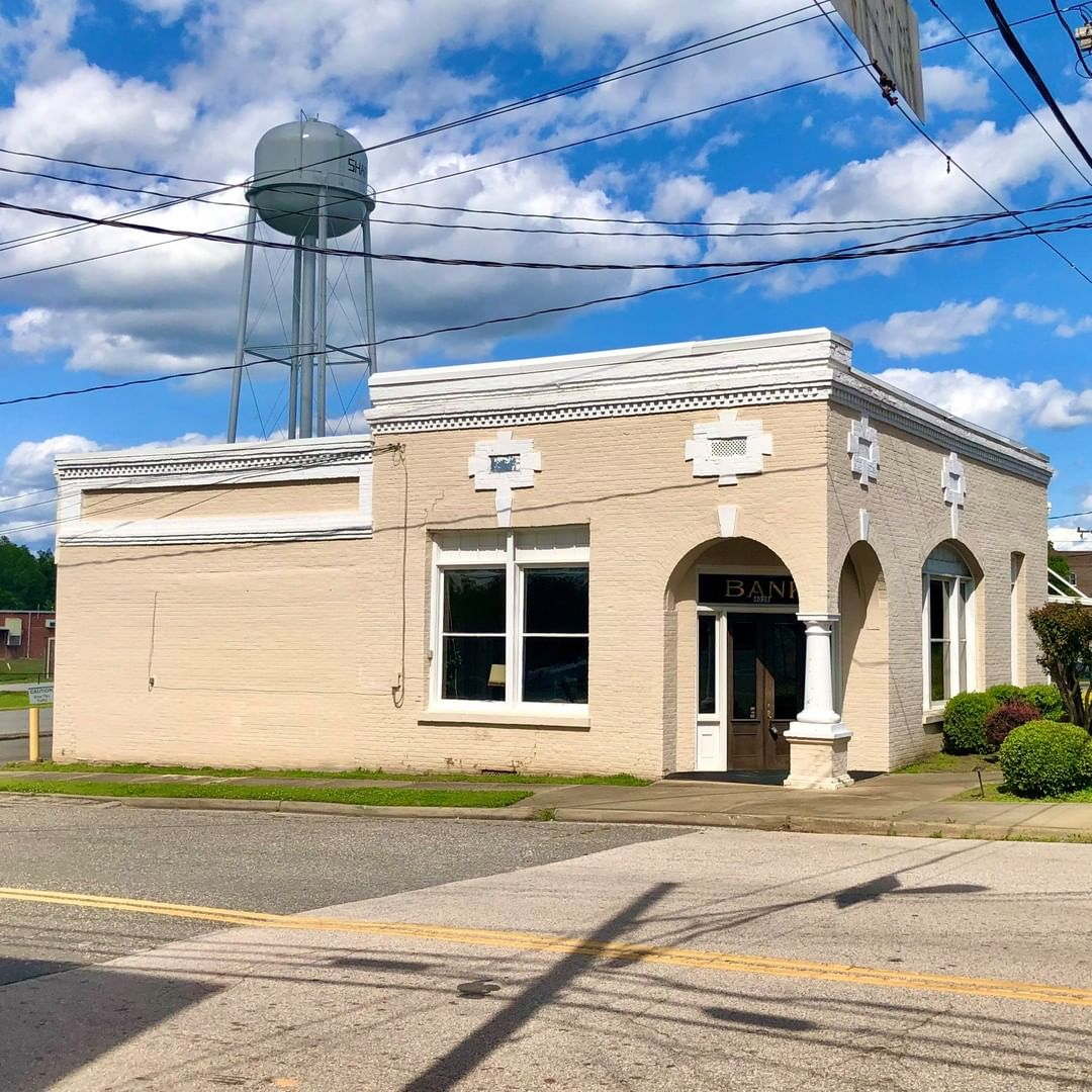 The First National Bank of Sharon was established in 1889 and this building was built in 1909. FNB of Sharon survived the Great Depression. At the time of its merger with First Citizens Bank in 1986 the First National Bank of Sharon was the oldest continuously operating national bank in York County