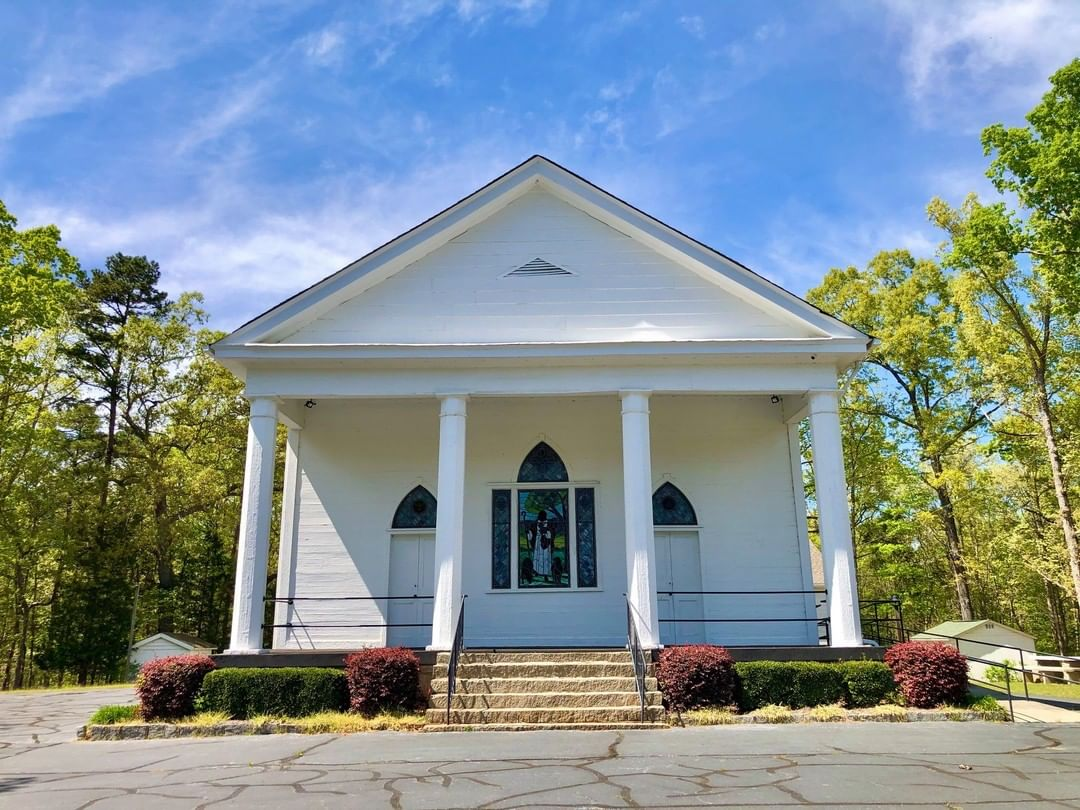 The Little River Baptist Church was built in 1845. The church started as Gibson's Meeting House and was established in 1768. The original meeting house was the site of a Revolutionary War battle and the current building was damaged by Union troops during the Civil War