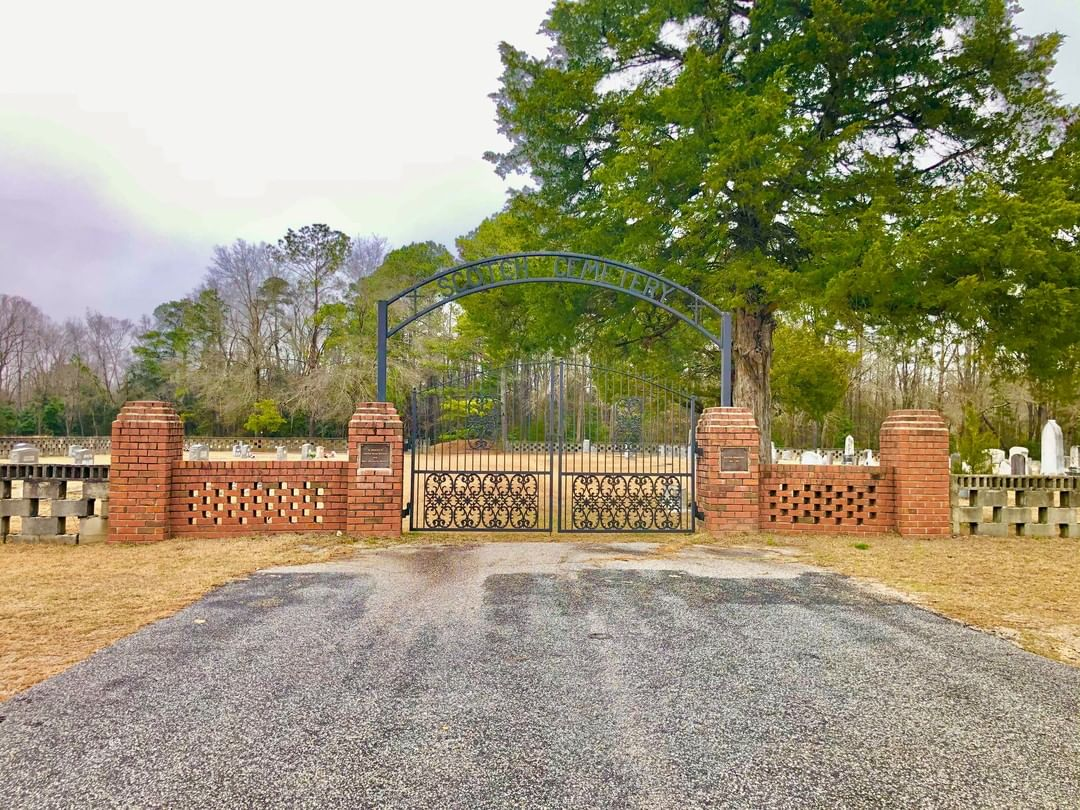 This Scottish Cemetery was established in 1799 and is located on the outskirts of the Town of Bethune. It is a testament to the Scottish pioneers who settled the area in the 18th century